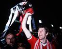 Arnold Muhren wint met Manchester United de FA Cup in 1983.