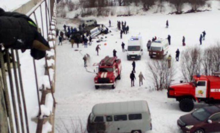 Toeristenbus stort naar beneden in Siberië.