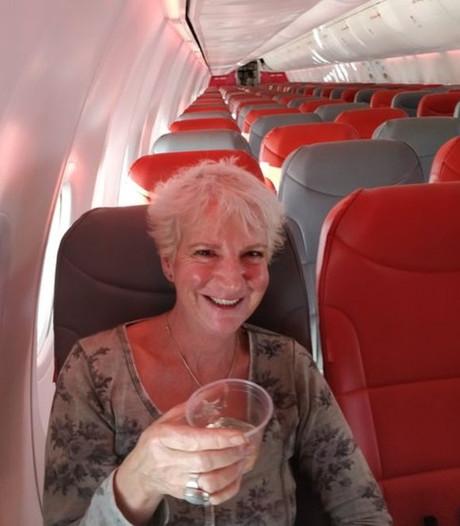 Schotse Karon (57) heeft voor 52 euro heel vliegtuig voor zichzelf