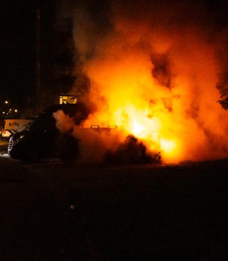 Auto brandt uit in Arnhemse wijk Presikhaaf, forse schade