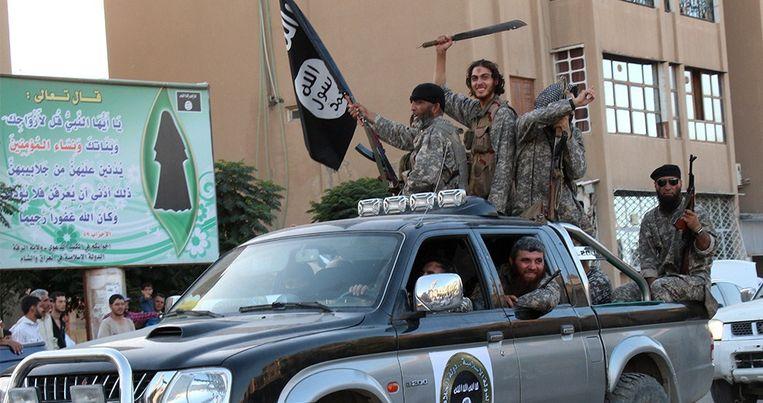 IS-strijders in de straten van Raqqa Beeld anp