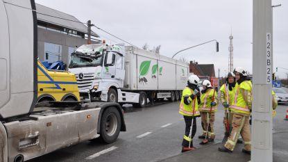 """Chauffeur heeft geluk bij kettingbotsing tussen vrachtwagens: """"Kon veel slechter afgelopen zijn"""""""