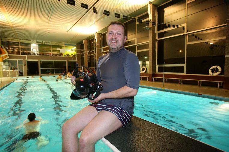Stijn Boussemaere met zijn onderwatercamera.