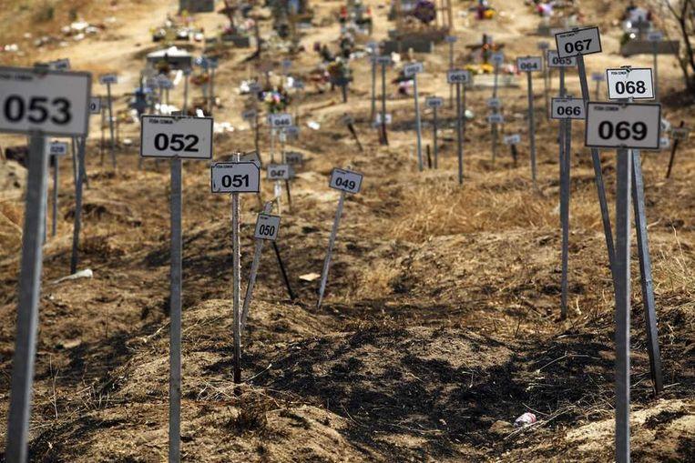Anonieme graven in Mexico, van grotendeels slachtoffers van drugsconflicten. Beeld ap