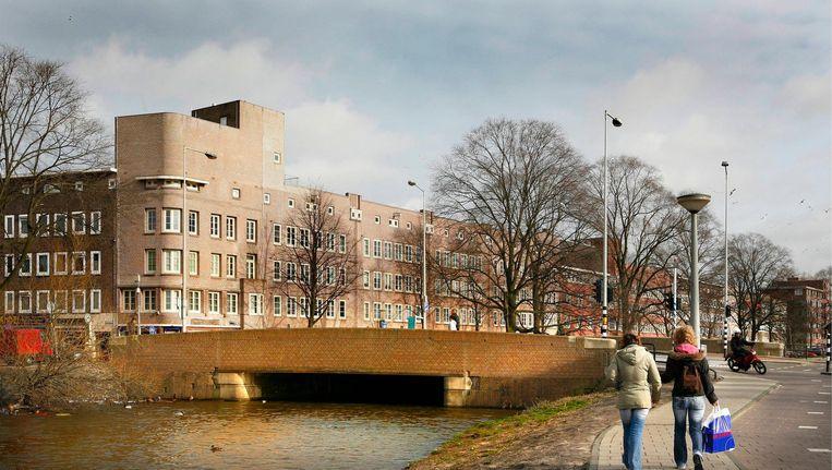 De Hartmanbrug in betere tijden, schaars erfgoed van de Amsterdamse School in Oost Beeld Floris Lok