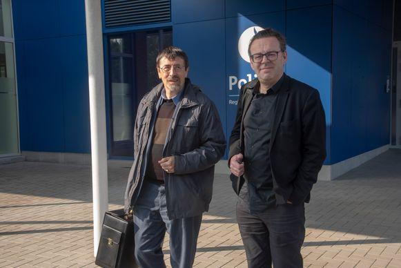 Kunstenaar Wim Delvoye meldt zich maandagochtend samen met zijn advocaat Luc Deceuninck opnieuw aan voor verhoor bij de politie van Melle.