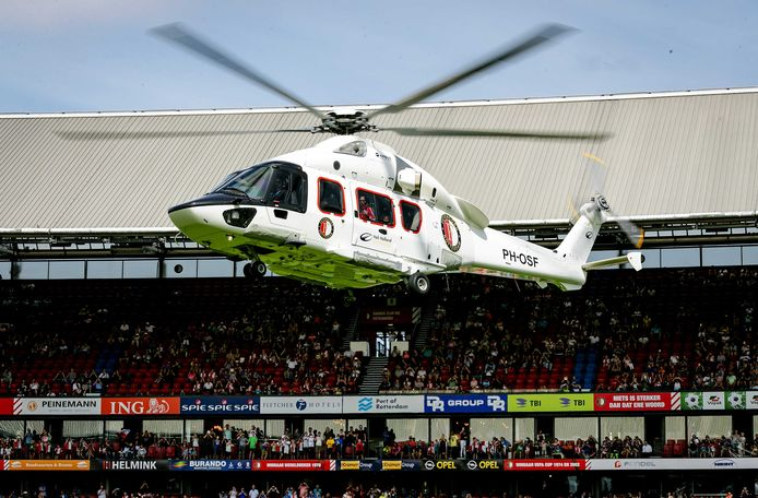 De landing van de helikopter in de Kuip dit jaar.