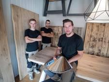 Vriezenveense meubelmaker (21) heeft heilig geloof in eigen kloostertafels