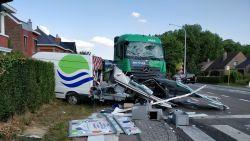 Naakte bestuurder zwaargewond gevat na monstercrash met truck in Bierbeek, negen lichtgewonden