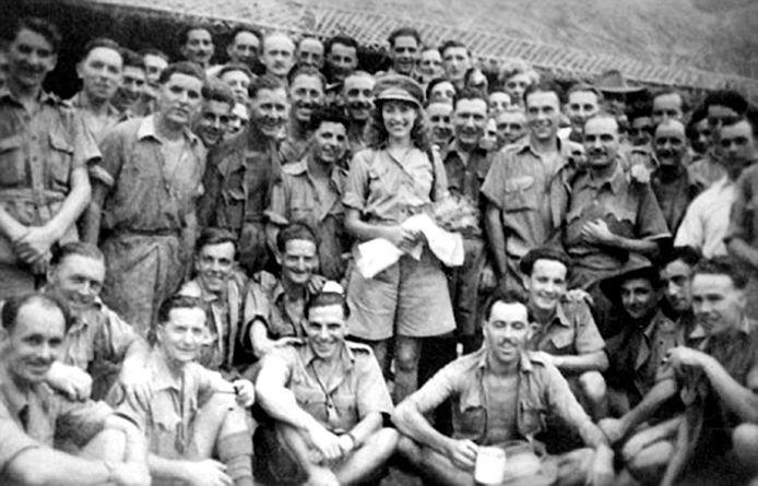 Vera Lynn met Britse troepen in Birma (1942).