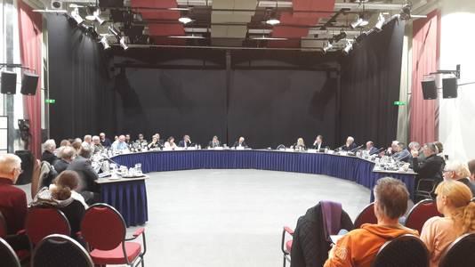 De Geldrop-Mierlose gemeenteraad vergadert in de theaterzaal van Hofdael totdat de verbouwing van het gemeentehuis klaar is.