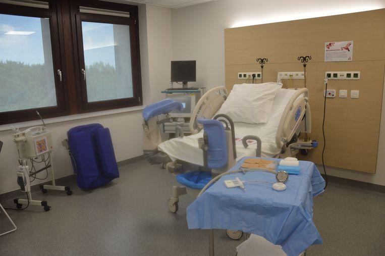 De verloskamers hebben een verlosbed dat snel kan worden omgevormd tot een verlostafel.
