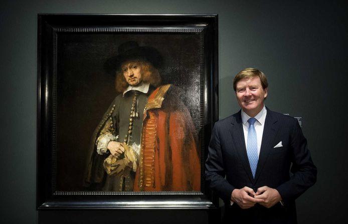 Koning Willem-Alexander poseert voor het schilderij Portret van Jan Six.
