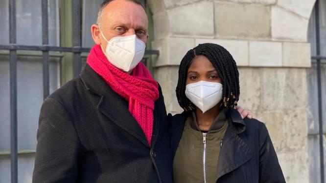 """Koppel voert elke maandag actie aan stadhuis omdat ze niet mogen huwen: """"Merab is hier niet omdat ze mijn geld wil, maar omdat ze mij graag ziet"""""""