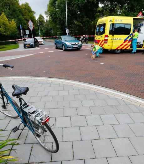 Fietser naar het ziekenhuis na botsing met auto in Eindhoven