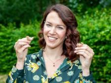 Bij Monique uit Alphen koop je 'unieke juweeltjes': 'Een verhaal geeft sieraden extra lading'