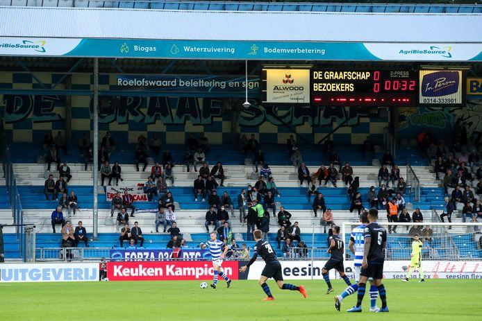 Supporters van De Graafschap tijdens het duel met FC Den Bosch.