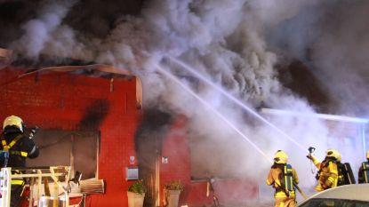 Woning vzw volledig verwoest na uitslaande brand in Lauwe