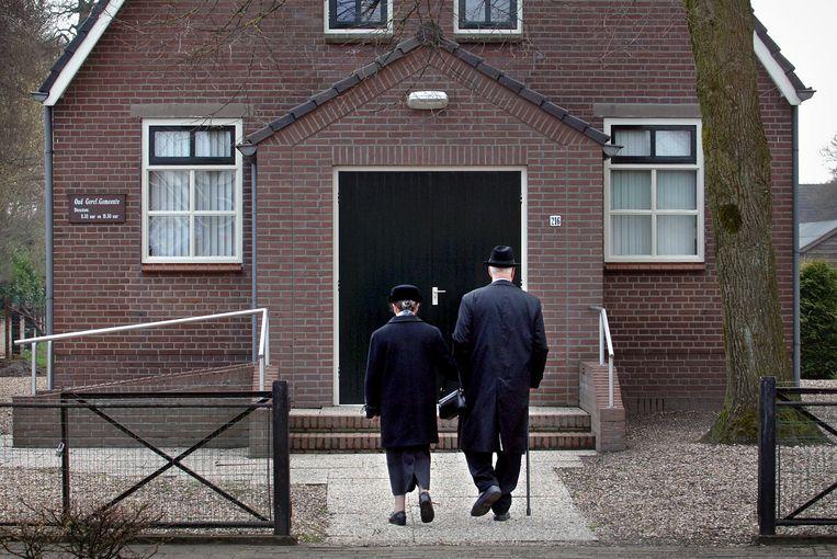 Christelijke gelovigen op weg naar de kerk. Beeld Marcel van den Bergh / de Volkskrant