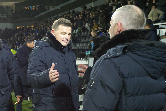 Heracles Almelo trainer John Stegeman(l) viert de overwinning met Heracles Almelo assistent trainer Rob Alfen(r)