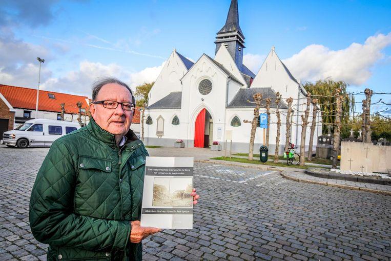 Neron Strubbe stelt zijn boek 'Een koetsiersfamilie in de vuurlinie te Stene' voor.