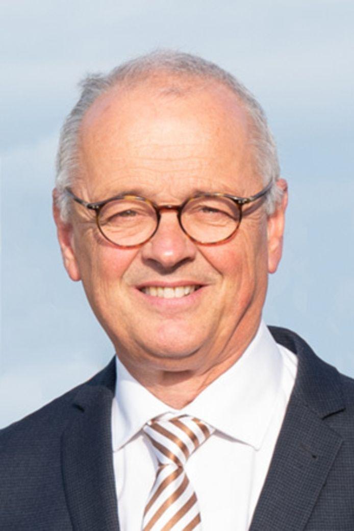 Jan Willem Wiggers neemt afscheid als burgemeester van Hattem. Hij wordt  de komende 8 maanden waarnemend burgemeester in Hardenberg.