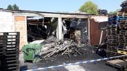 """Celstraffen voor stichters van brand waar bendelid in bleef: """"Door dak gezakt en binnen gebleven"""""""