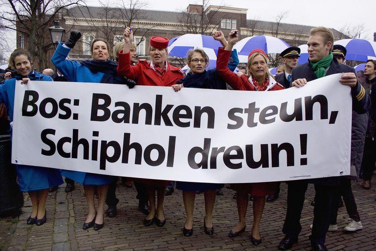 Personeel van Schiphol, KLM, Martinair en Transavia demonstreerden in februari in Den Haag voor het gebouw van de Tweede Kamer tegen de vliegtaks. Foto ANP/Bianca Spelt Beeld