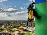 Aan een touwtje bungelen op 140 meter hoogte: abseilers knappen Westpoint op