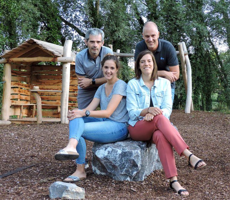 Nieuwkomers Silke De Ridder (24) en Lisa Van Langenhove (25) nemen met 'anciens' Pieter Van Roy (45) en Ignace Heyvaert (57) deel aan de 100km-run van Kom Op Tegen Kanker.