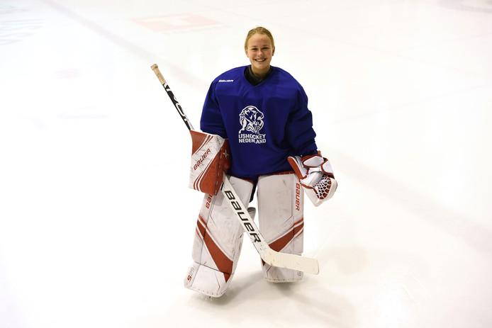 IJshockeytalent Emma Fondse bij de ijsbaan Tilburg bij een training van Oranje jeugd. Ze speelt bij Nijmegen Devils.