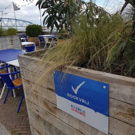 Het terras van restaurant De Meesterproef in Nijmegen is vanaf nu rookvrij.