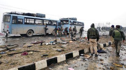 Minstens 44 doden bij zelfmoordaanslag tegen Indische paramilitairen
