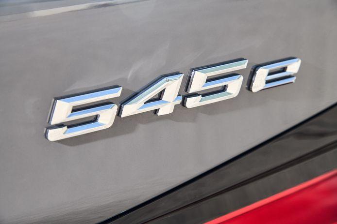 De BMW 545e is in september leverbaar