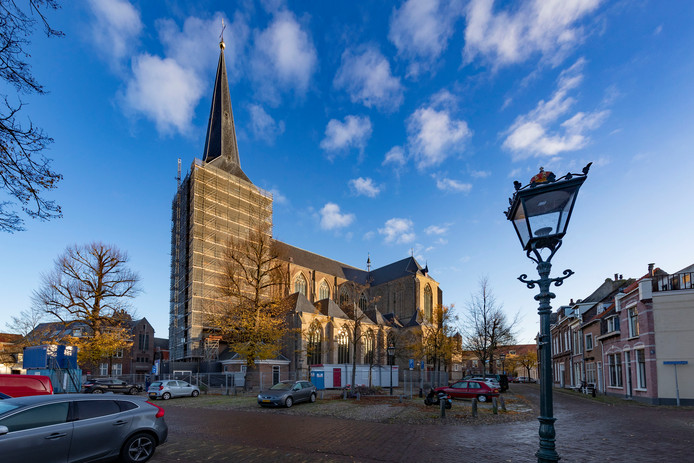De Boventoren van de Bovenkerk in Kampen is structureel aan het verzakken.