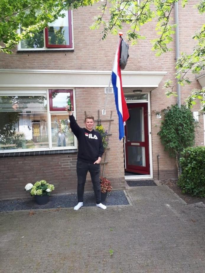 Jarno Mensink uit Haastrecht is geslaagd. 'ff een dag stressen en nagels bijten, maar dan toch horen: GESLAAGD!!'