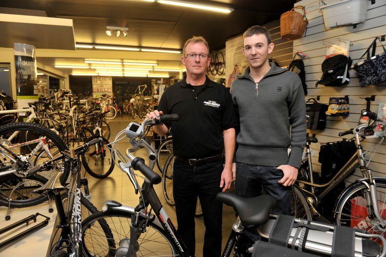 ARCHIEFBEELD : Ronny en Michiel Remory in hun zaak aan de Moerstraat in Wetteren