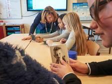 'Juffrouw' Moorman geeft leerlingen van basisschool De Kiem les in respect