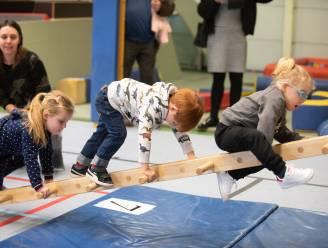 Kleuters en kinderen van lagere school leven zich wekelijks uit in sporthal van Kruishoutem