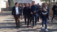 Landbouwminister Koen Van den Heuvel op bezoek in Pittemse varkensboerderij