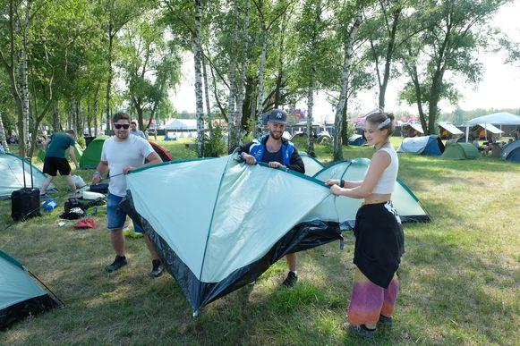 Linker Oever Elrow festival begin camping en eerste beelden van de podia