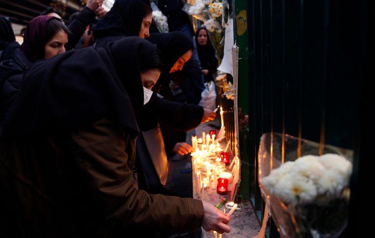 In Iran worden kaarsen gebrand voor de slachtoffers van de vliegramp.  Beeld EPA
