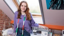 """ZOVEEL VERDIEN IK. Amber (21) werkt halftijds om lingeriedroom waar te maken: """"Ik verdien 900 euro"""""""