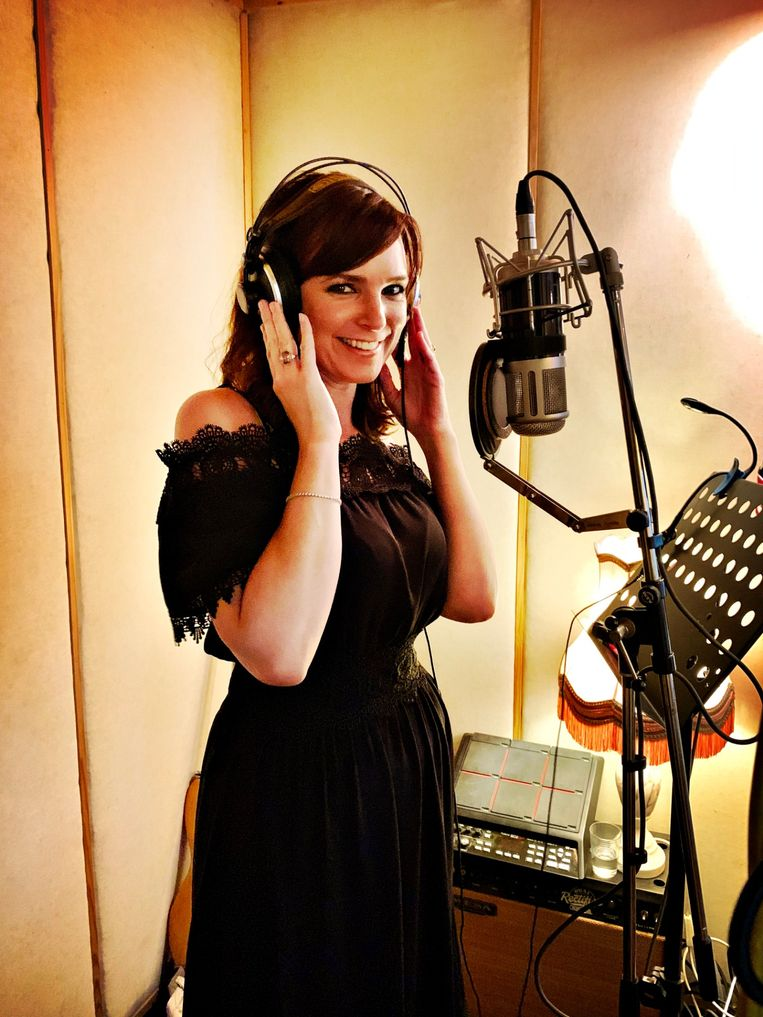 Tess Goossens brengt na 10 jaar opnieuw een single uit.