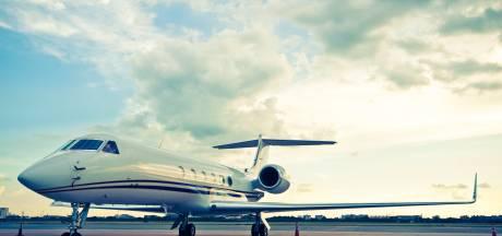 Franse politie stuurt privéjet met tien vakantiegangers aan boord terug naar Londen