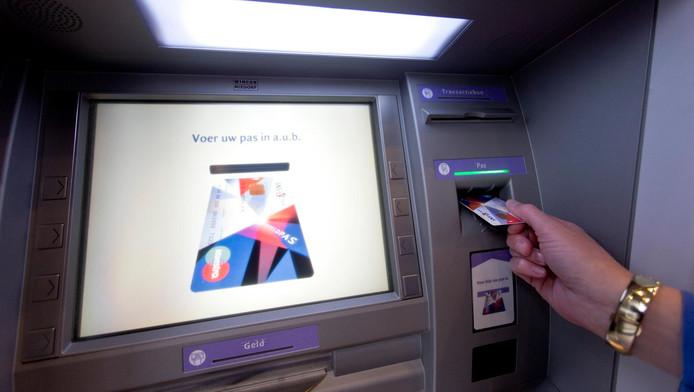 Verfwinkel Den Haag : Automaat spuwt geld met verf uit den haag ad.nl
