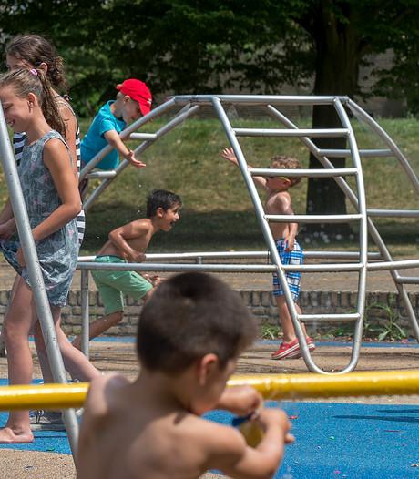 Met extra water en ventilatoren bedwingen scholen de hitte