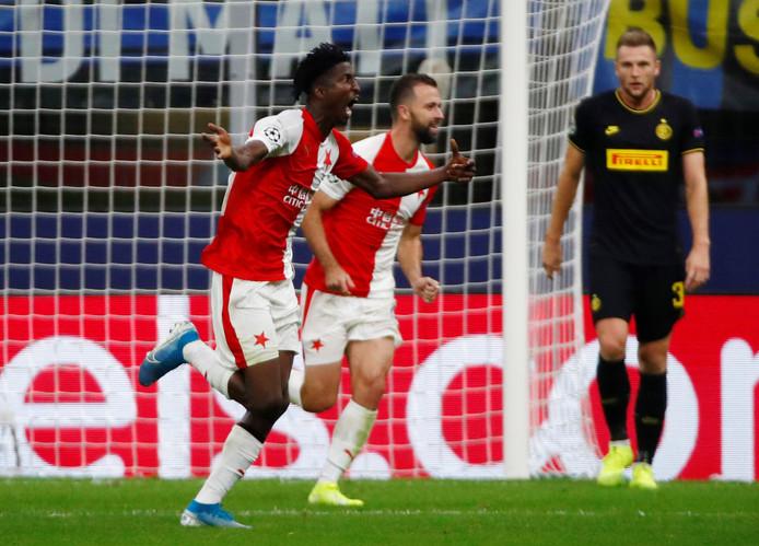 Peter Olayinka rent juichend weg na zijn goal tegen Inter.