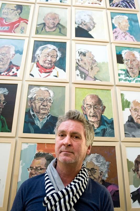 Mart Franken maakte 425 portretten van de bewoners van Moermont. 'Hoe ik ze overhaal mee te doen? Eerst vertrouwen winnen. Je komt niet zomaar bij iedereen over de vloer.' foto Tonny Presser/het fotoburo IPTCBron