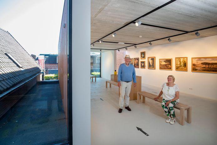 Jaap van Ravenswaaij en Sofia Feenstra in nieuwe vleugel van Museum Lunteren.